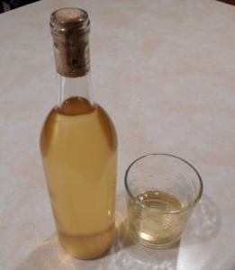 vanilla peach mead in bottle